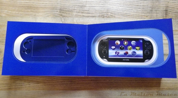 Presse PS Vita Promotional Blue