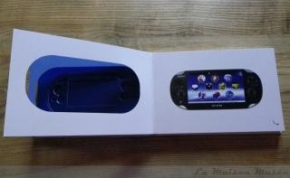 Press Kit PS Vita Console Présentation Teinte Bleue