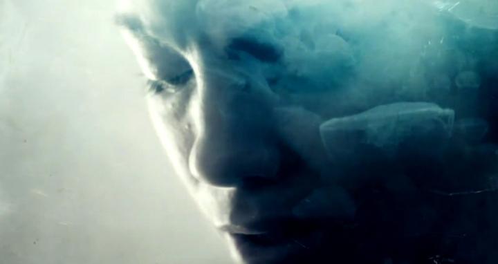 Le générique, visuel, de True Detective est sublimé d'une bande-son accrocheuse.