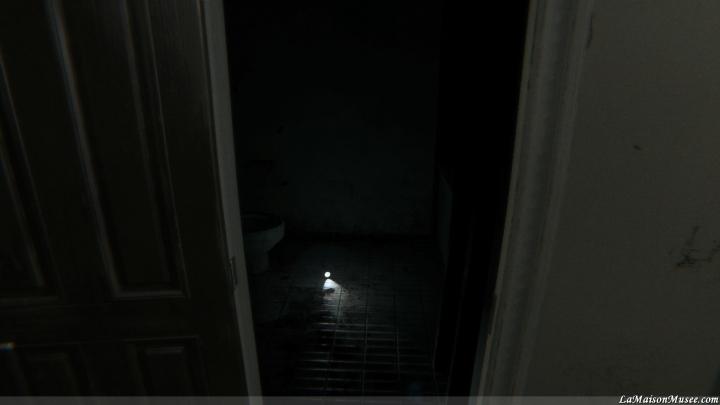 La même porte que précédemment ... Une lampe de secours, votre clef!
