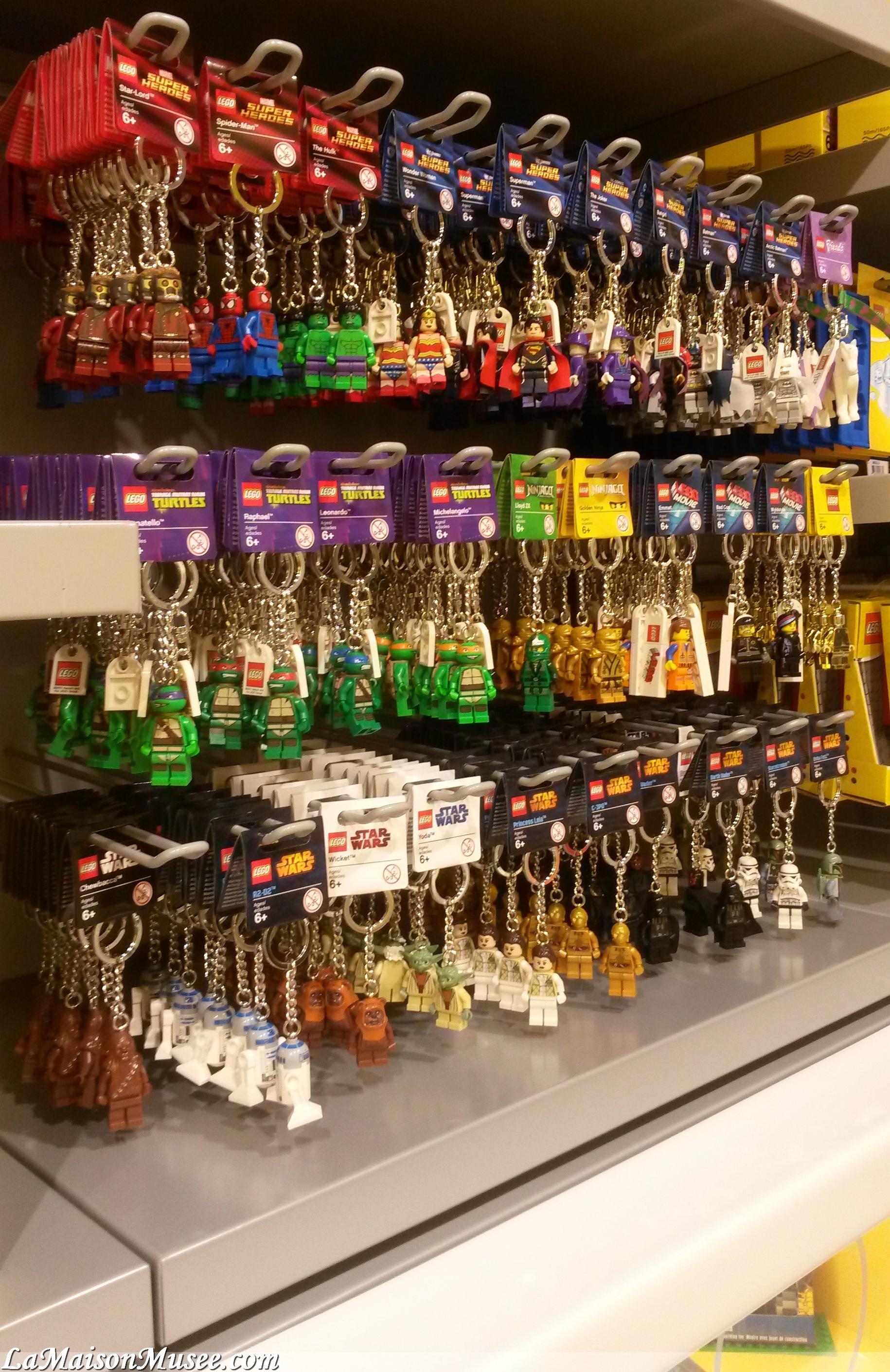 Compte rendu lego store lille la boutique qui casse for Collection de porte clefs