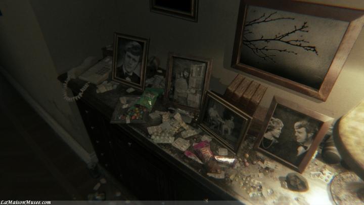 Un décor vieillot, des piles d'anti-dépresseur et un couloir bien mystérieux. Le décor est planté.