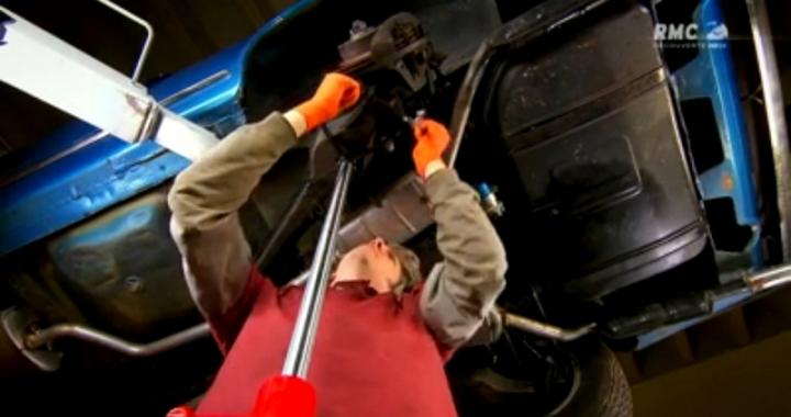 Edd China est le réparateur officiel de l'émission. Y compris lors des prises, le présentateur peut êtreaccompagné d'un 3e accolyte : Paul Brackley.