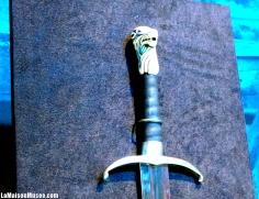 """Grand-Griffe de Jon Snow s'identifiait par son manche """"spécial""""."""